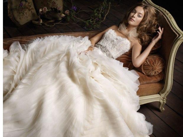 lazaro-bridal-organza-wave-ball-gown-lace-jeweled-ribbon-belt-natural-waist-circular-skirt-chapel-train-3100_zm