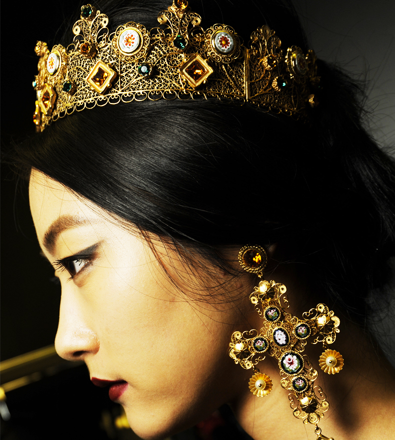 Dolce-and-Gabbana-FW-2014-mosaic-women-collection-the-jewellery-crown-earrings-1