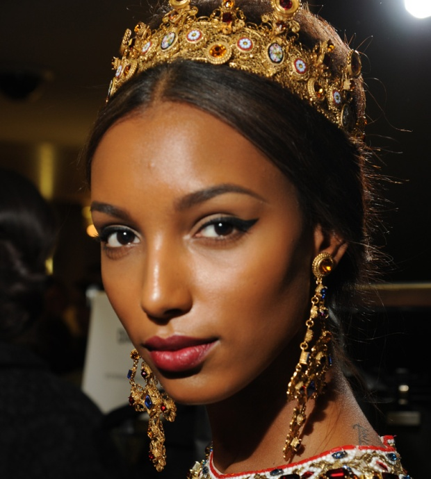 dolce-and-gabbana-womenswear-collection-FW-2014-fashion-show-backstage-photogallery-crown