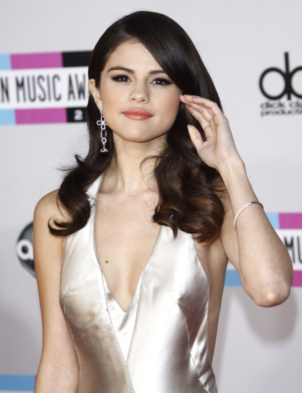 selena-gomez-on-the-red-carpet