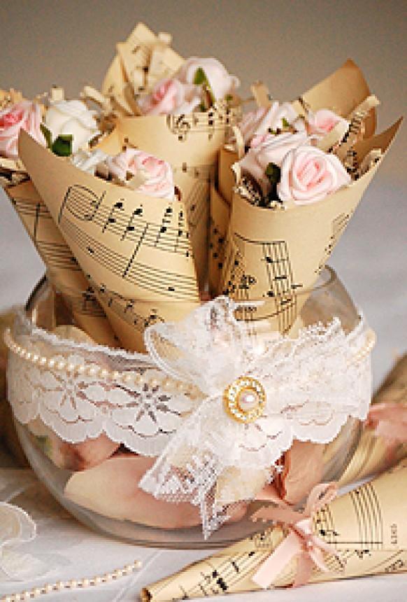 weddbook-vintage-wedding-flower-accesorizes