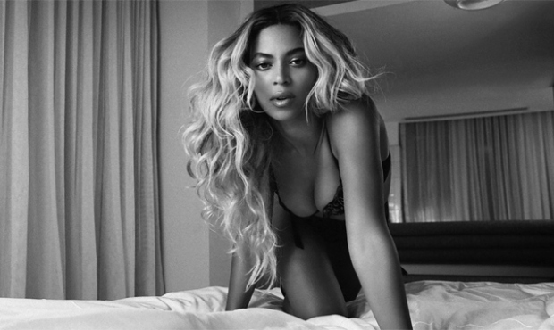 beyonce-visual-promo-rocket-black-and-white-bed-636-380