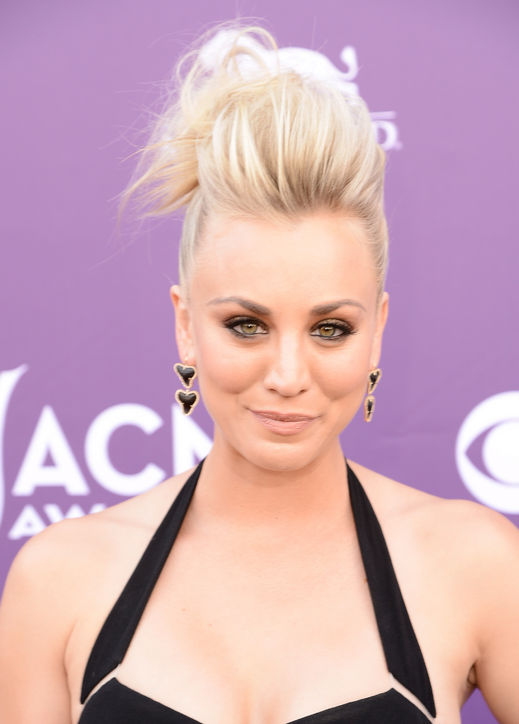 kaley-cuoco-acm-hair-h724