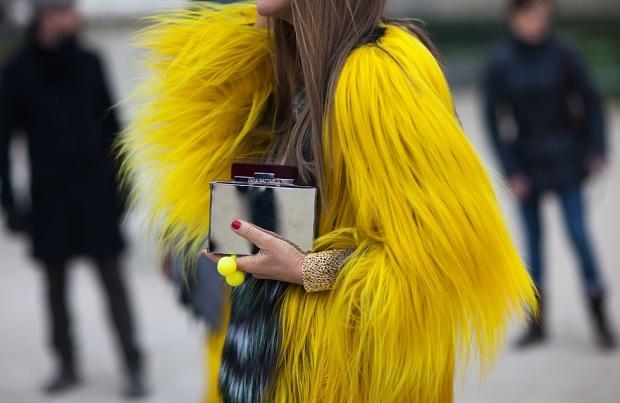 street style-Anna Dello Russo-color fur coat[1]
