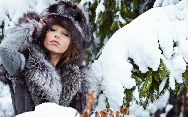 women winter snow models outdoors fur hats fur clothing 2560x1600 wallpaper_www.wallpaperhi.com_14